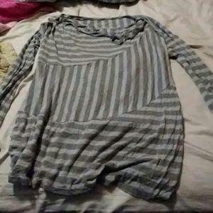 Light weight maternity shirt